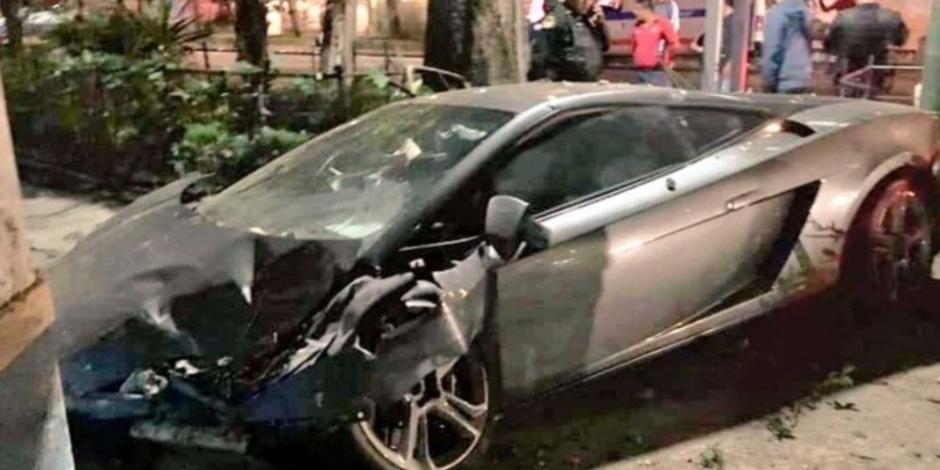 Abandonan Lamborghini que chocó en calles de la Roma