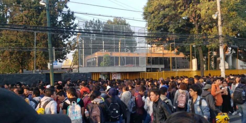 Encapuchados toman Prepa 5 e impiden el paso a los estudiantes