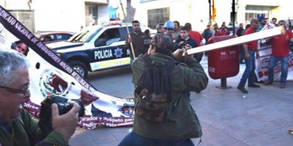 Violencia-sindical-Monclova-democraticos-vs-Napos-en-marcha-de-apoyo-a-@lopezobrador_