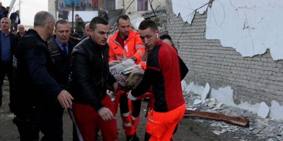 Sismo deja al menos 16 muertos en Albania, buscan a sobrevivientes