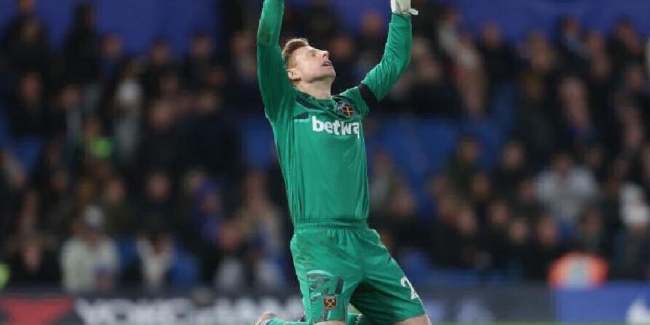 Portero del West Ham debuta a los 33 años y rompe en llanto
