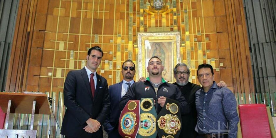 Andy Ruiz aprovecha visita a CDMX para ir a la Basílica de Guadalupe
