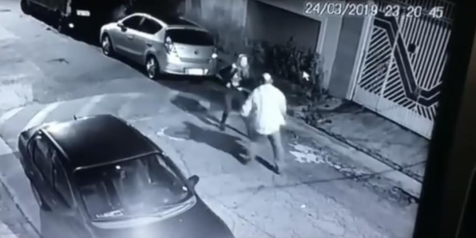 VIDEO: Mujer dispara a delincuente que intentó atacarla