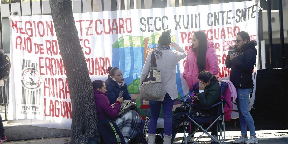 CNTE mantiene cierre de vías; SEP aclara que no es parte, sólo facilitará acuerdos