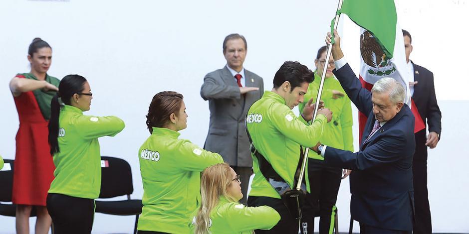 AMLO promete 20 mil pesos a atletas parapanamericanos