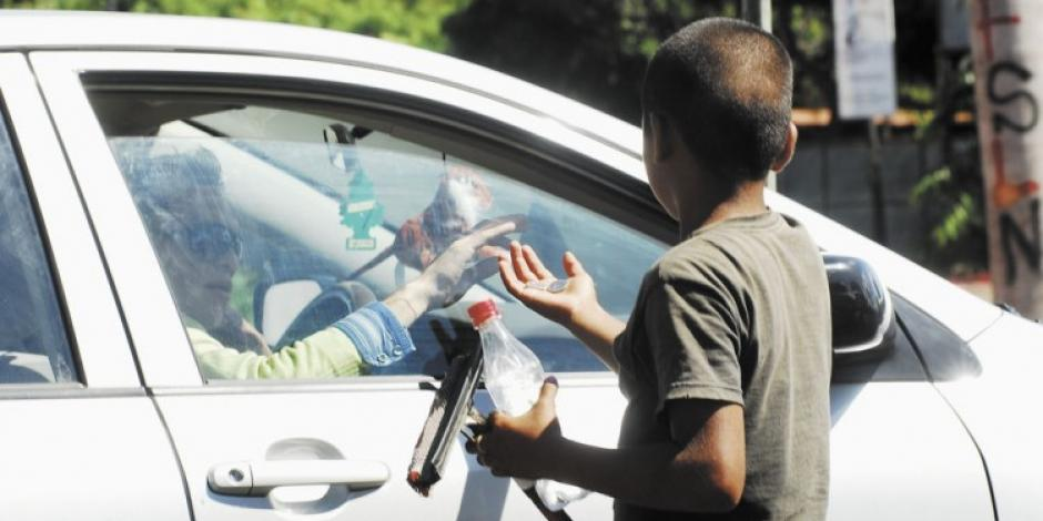 Para conseguir drogas, hombre obligaba a sus hijos a mendigar