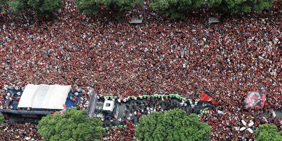 Hinchas de Flamengo inundan las calles de Río de Janeiro (GALERÍA)