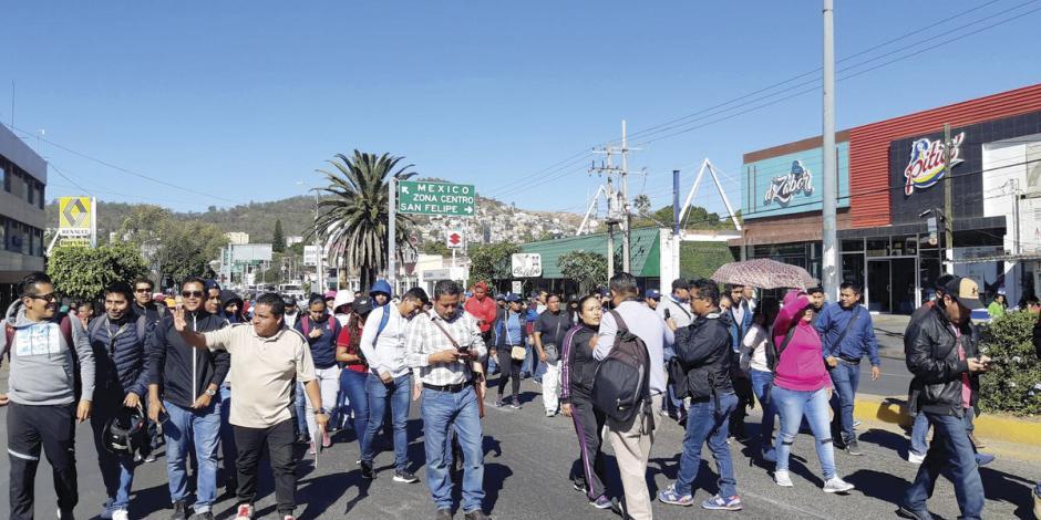 Cierran vialidades también en Oaxaca