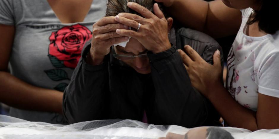 Despiden a víctimas de matanza escolar ocurrida en Brasil