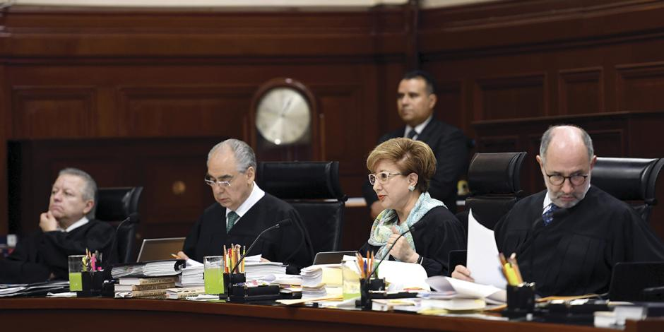 Corte se baja 25% salarios; suspende a Banxico ley de remuneraciones