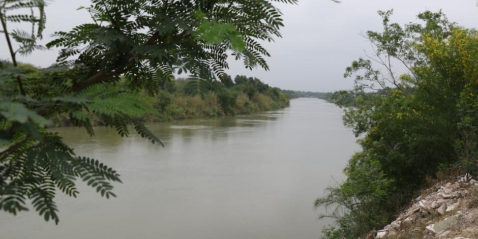 Desaparecen cuatro migrantes tras voltearse balsa en río Bravo