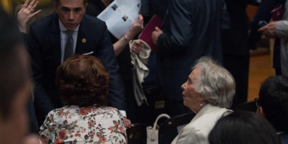Mayer asegura que fue invitado a Bellas Artes con información errónea