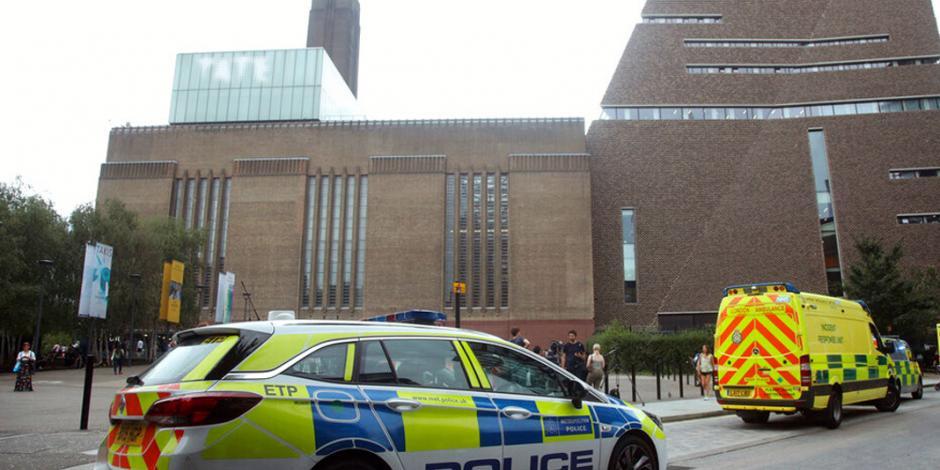 Adolescente arroja a niño de 6 años del décimo piso del Museo Tate de Londres