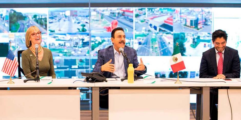Omar Fayad atestigua firma de carta de intención entre gobiernos de Hidalgo e Indiana