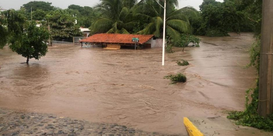 VIDEO: Río que divide Colima y Jalisco se desborda tras intensas lluvias
