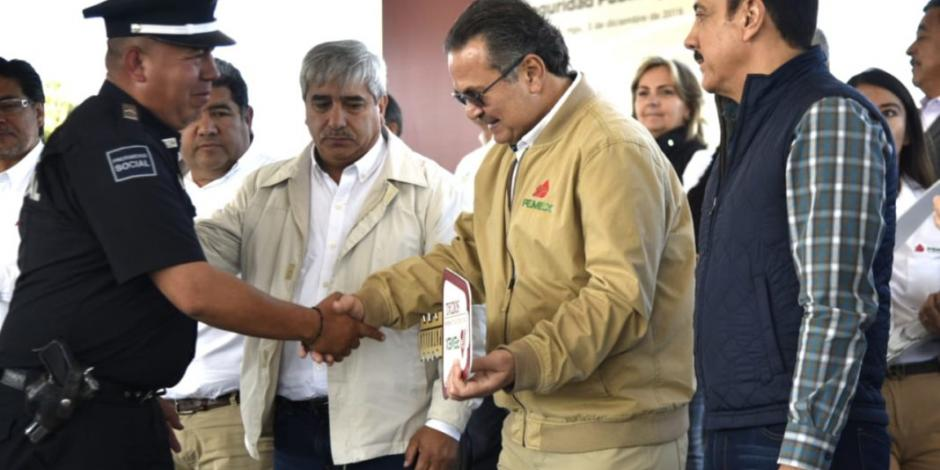 Pemex entrega apoyos a municipios de Hidalgo