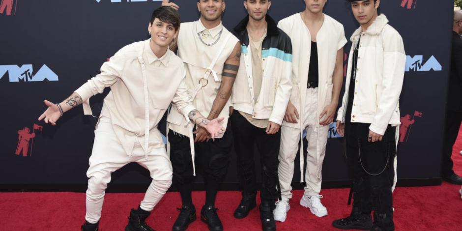 Celebridades desfilan en la alfombra roja de los MTV Video Music Awards