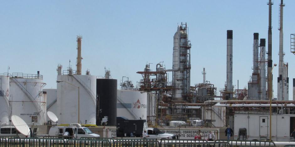 Capacidad productiva de refinerías pasó del 38 al 50 por ciento, asegura AMLO