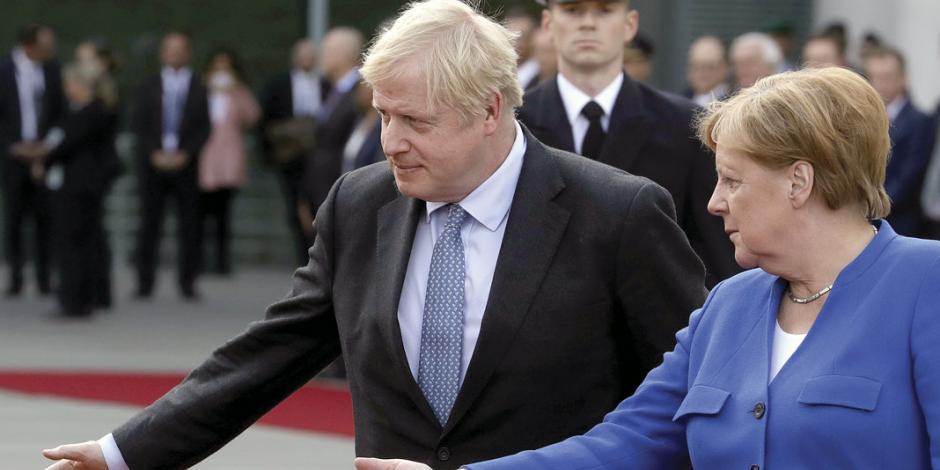 Angela Merkel lleva a Boris Johnson a su mesa para salvar Brexit
