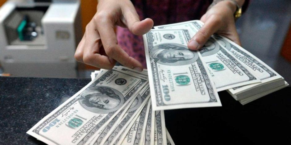 Dólar sigue en retroceso, se vende en 19.93 pesos en bancos