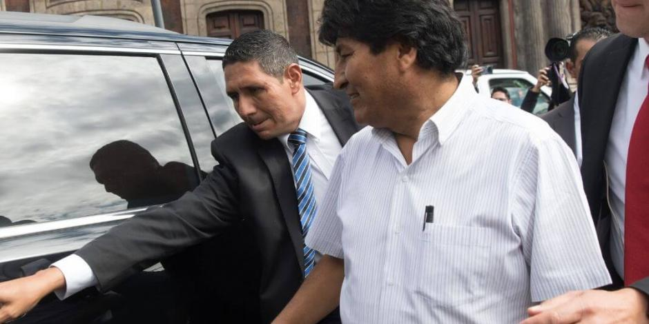 Oposición cuestiona atenciones para Evo Morales en México