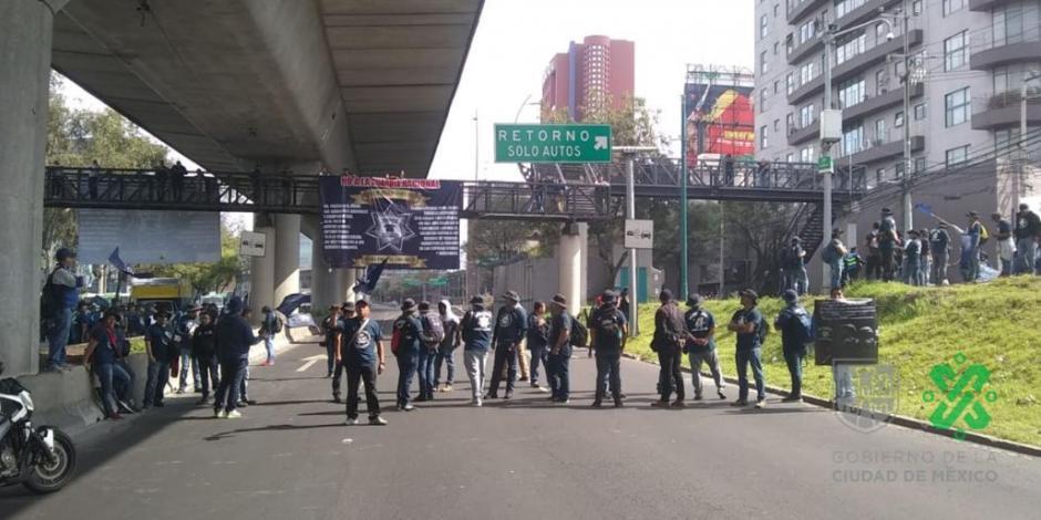 Por segunda vez en un día, policías federales bloquean el Periférico