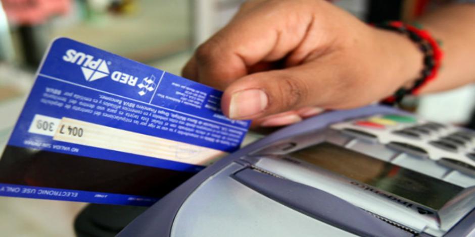 Bancos trabajan en mejorar tema de comisiones para clientes