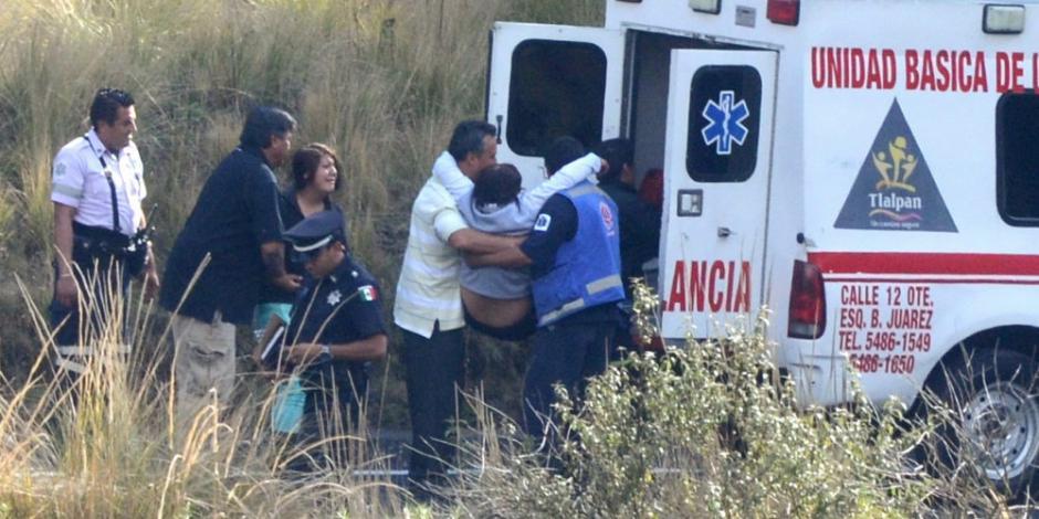 Al menos 8 heridos tras volcadura de autobús en la México-Tuxpan