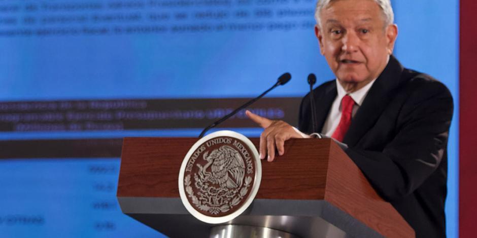 """AMLO responde a exsecretarios de Salud, """"se dedicaron a robar en el sector"""""""