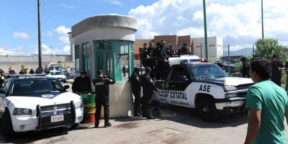 Con toma de rehén, presos de Otumba exigen mejores condiciones