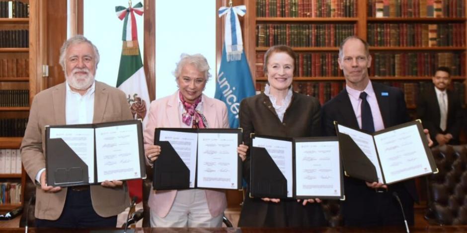 Firman Segob y Unicef convenio por niños y adolescentes migrantes