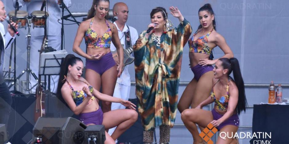 Entre tambores y ritmo, Diosa de la cumbia se presenta en AMLOFest