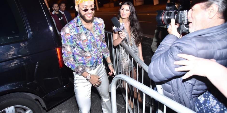 Neymar se disfraza de hippie en una fiesta en Brasil (VIDEO)