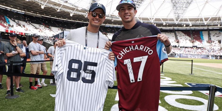 Chicharito disfruta en Londres el juego entre Red Sox y Yankees