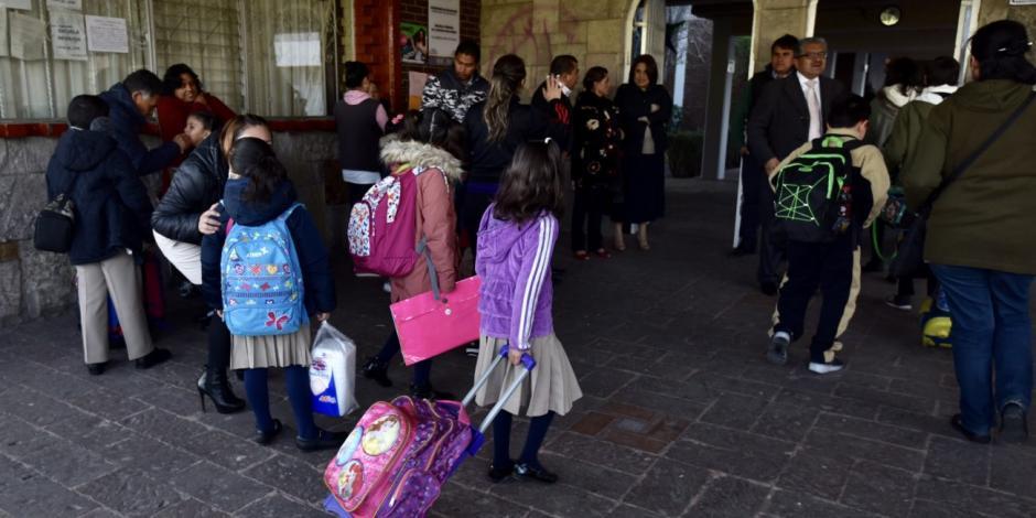 Entre caos matutino regresan a clases más de 36 millones de alumnos
