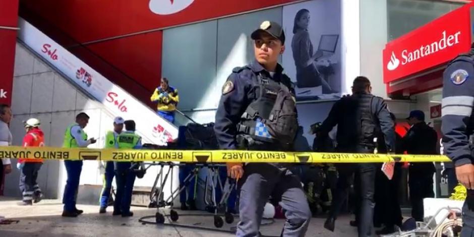 Hombre queda atrapado y fallece en escalera eléctrica de centro comercial en CDMX