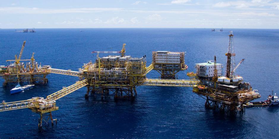 AMLO anuncia revisión a contratos de petroleras beneficiadas con reforma energética