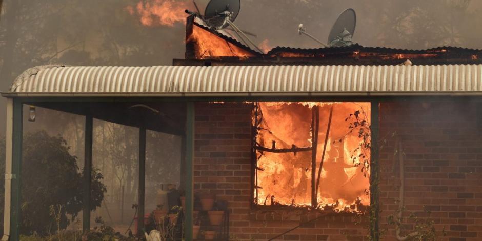 Evacuan a 100 mil en Melbourne por devastadores incendios