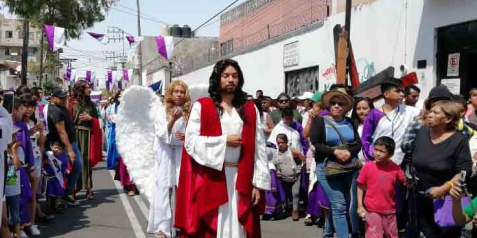La fe en Iztapalapa lo soporta todo... hasta 30 grados de temperatura