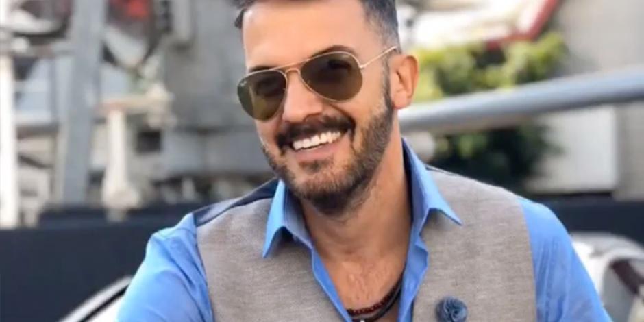 Fernando del Solar reaparece en las redes y se recupera en cama (VIDEO)