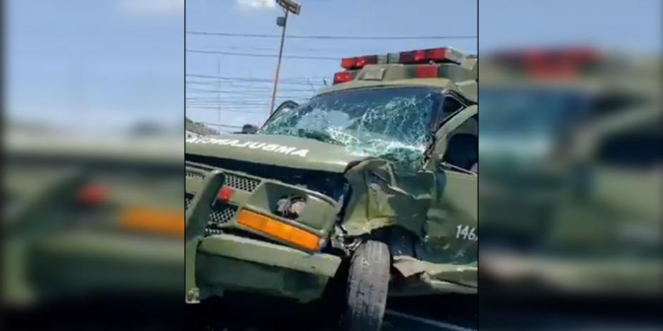 Chocan ambulancia militar y vehículos particulares en la México-Pachuca