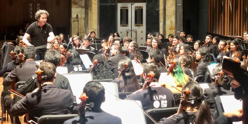 Dudamel llega a hurtadillas a ensayo en Bellas Artes (FOTOS)