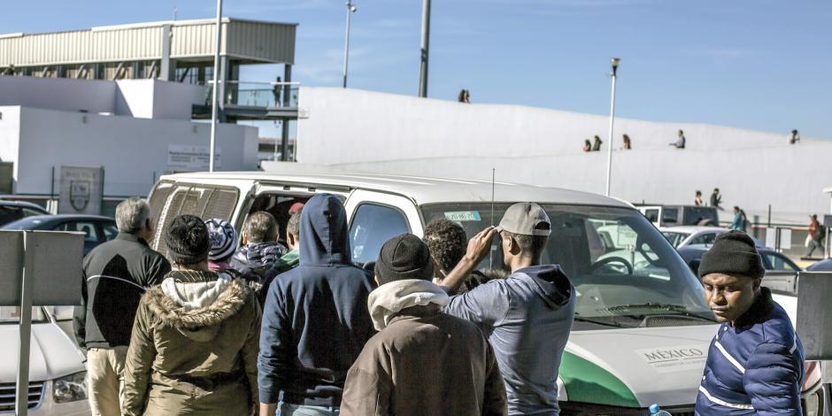 EU devuelve migrantes a México; Cancillería acusa decisión unilateral