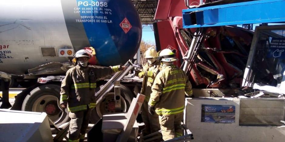 Choca pipa de gas contra caseta en autopista Lagos de Moreno