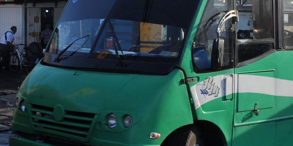 En un autobús, atropellan a mujer y escapan de ser linchados, en Iztapalapa