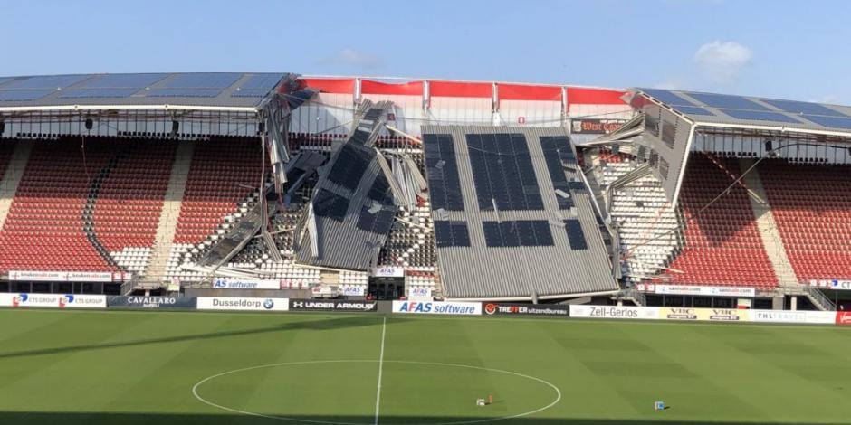 Parte del techo del estadio del Az Alkmaar se derrumba