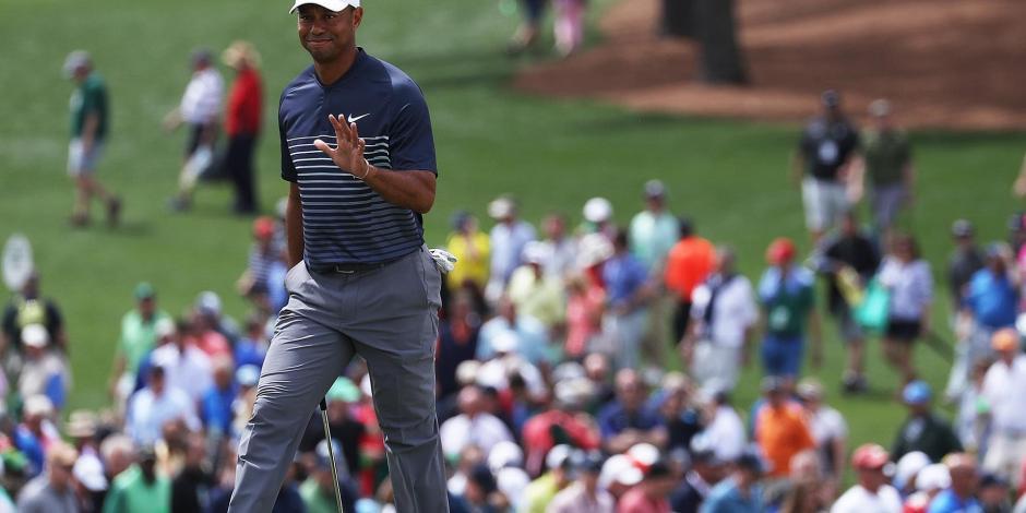 Tiger Woods reparte autógrafos a sus fans en México