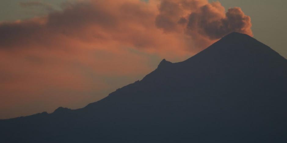 Popocatépetl suma 61 exhalaciones, una explosión y dos sismos