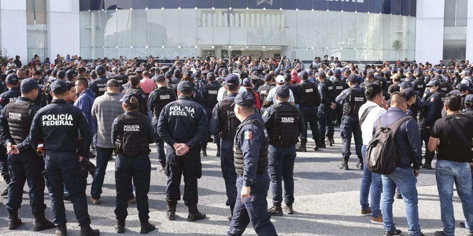 Agentes de la PF retienen a 3 funcionarios de Iztapalapa