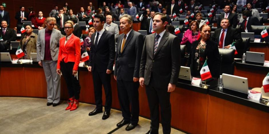 Eduardo Murat rinde protesta para suplir a Manuel Velasco en el Senado